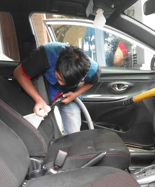 Layanan cuci jok mobil bekasi